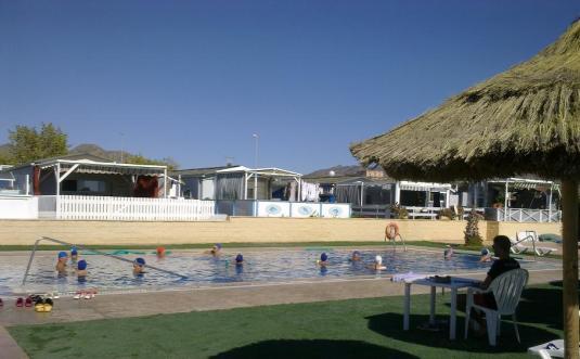 - Piscina termal mineromedicinal en el Camping Los Delfines en Puerto de Mazarrón -