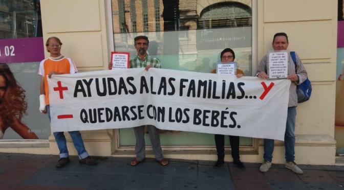 Una sentencia pionera revoca el desamparo de las hijas de Paco y Cristina en Alicante