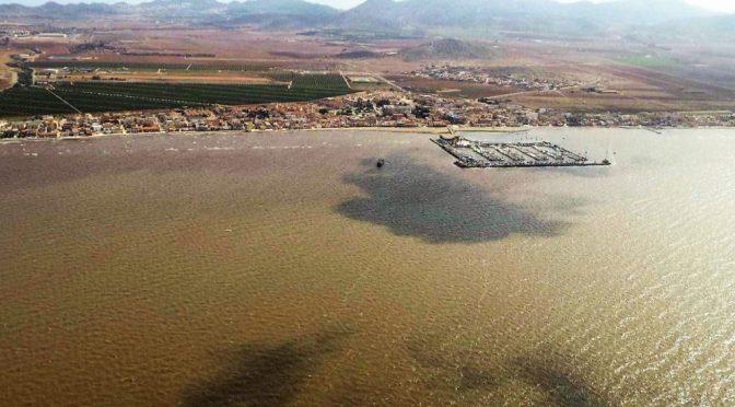 Ecologistas en Acción otorga sus banderas negras al Mar Menor y Portmán