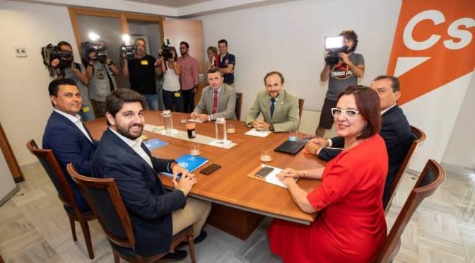 """Vox liderará un """"gobierno ultraconservador"""" en la Región de Murcia"""