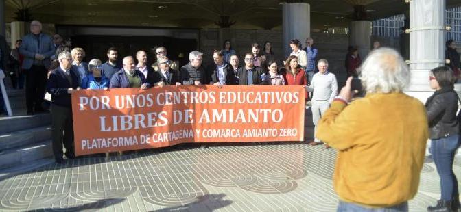 Vuelta al cole en Cartagena: amianto, barracones y adoctrinamiento
