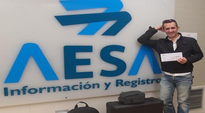 Carlos Pelayo: El primer discapacitado que consigue el título de piloto de aeronaves