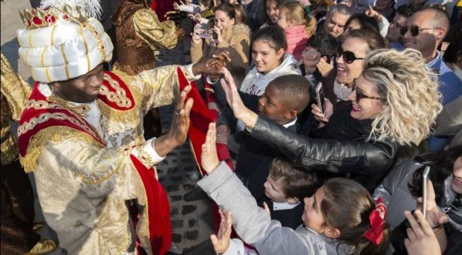 Los Reyes Magos reparten alegría e ilusión entre niños y mayores en Cartagena