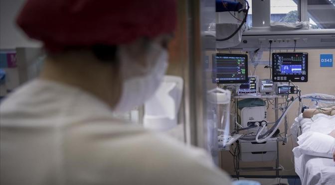 Científicos alertan de que el coronavirus se transmite por vía aérea y piden cambios a la OMS
