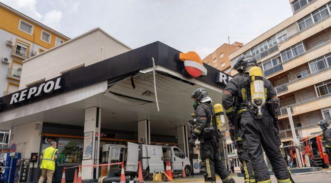 Al menos dos heridos graves en una explosión en la gasolinera de la Plaza de España, Cartagena