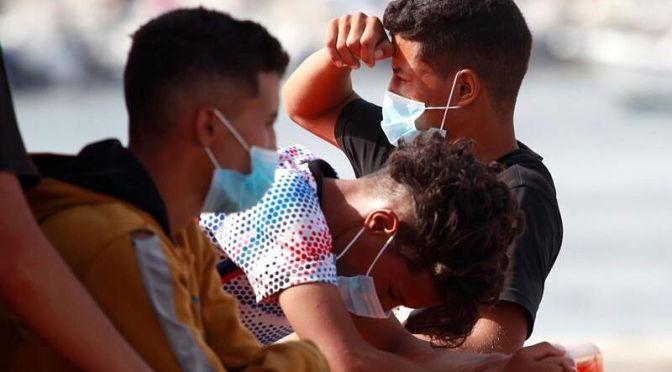 Llegan dos centenares de inmigrantes en pateras a las costas españolas