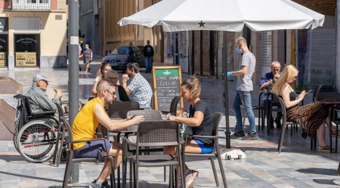 Salud retrasa el toque de queda a las 23 horas y amplía a seis personas las reuniones en terrazas