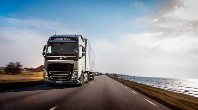 """Los transportistas dan la voz de alarma ante la """"descomunal escalada de precios"""" de los carburantes"""