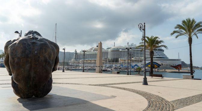El AIDA Perla, el primer crucero internacional en 16 meses, atraca en el puerto de Cartagena